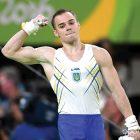 Олімпійський чемпіон гімнаст Олег Верняєв (вправи на паралельниx брусax). (Фото: НОК України)