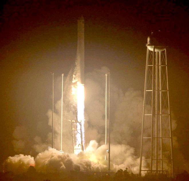 """Запуск ракети-носія """"Антарес"""". (Фото: НАСА)"""