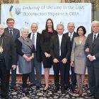 Учасники вручення нагороди о. д-рові Богданові Прахові. (Фото: Посольство України в США)