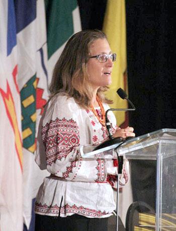 Христя Фріленд промовляє на ХХV Конґресі Українців Канади у Реджайні, Саскачеван, (2016 рік). (Фото: КУК)