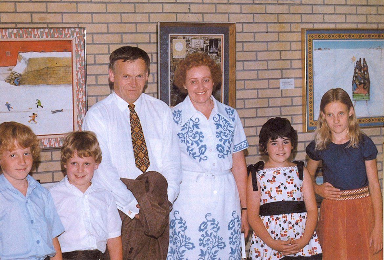 Сім'я мистця в 1975 році (зліва): Стів' Томмі' Василь Курилик з дружиною Джейн' Барбара і Катя. (Фото: Майк Вілк)
