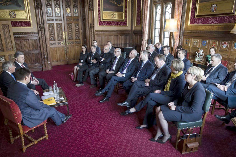 Президент України Петро Порошенко під час зустрічі з представниками ділових кіл Великої Британії.  (Фото: Офіційне представництво Президента України)