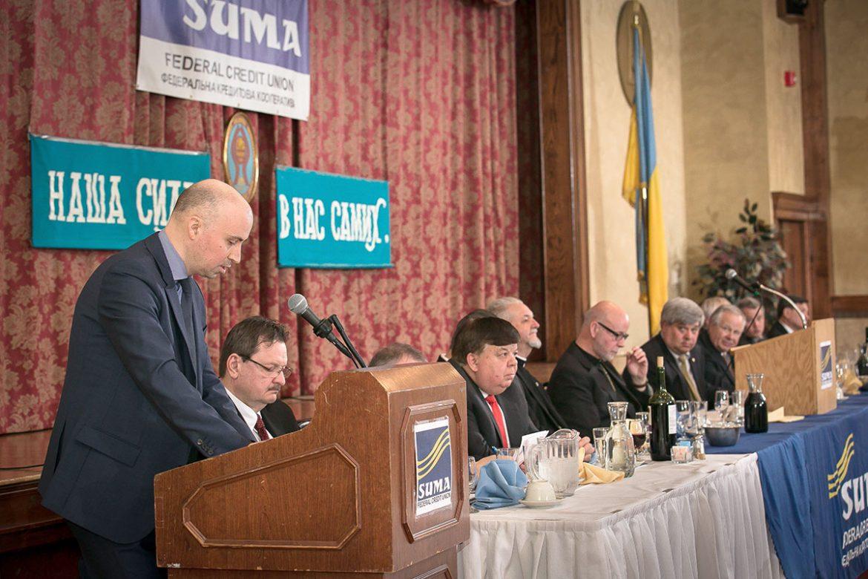 Промовляє консул Денис Семенович.