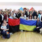 Учасники свята у Римі на честь 50-річчю Світового Конґресу Українців разом з президентом СКУ Евгеном Чолієм. (Фото: Андрій Серенко)